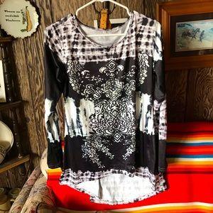 Black/white long sleeve Boutique blouse. NWOT